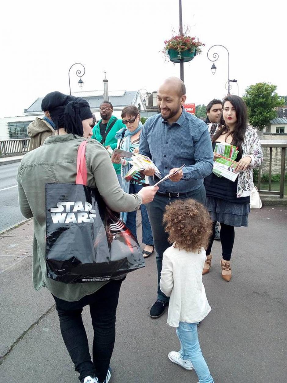 [Album Photos] Distribution sur le marché place Carnot - Creil, 3 juin 2017
