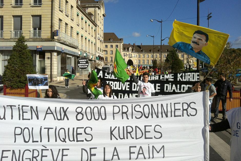 Alain Blanchard apporte la solidarité de l'ANECR et du PCF aux Kurdes de Turquie - Creil, 28 octobre 2012