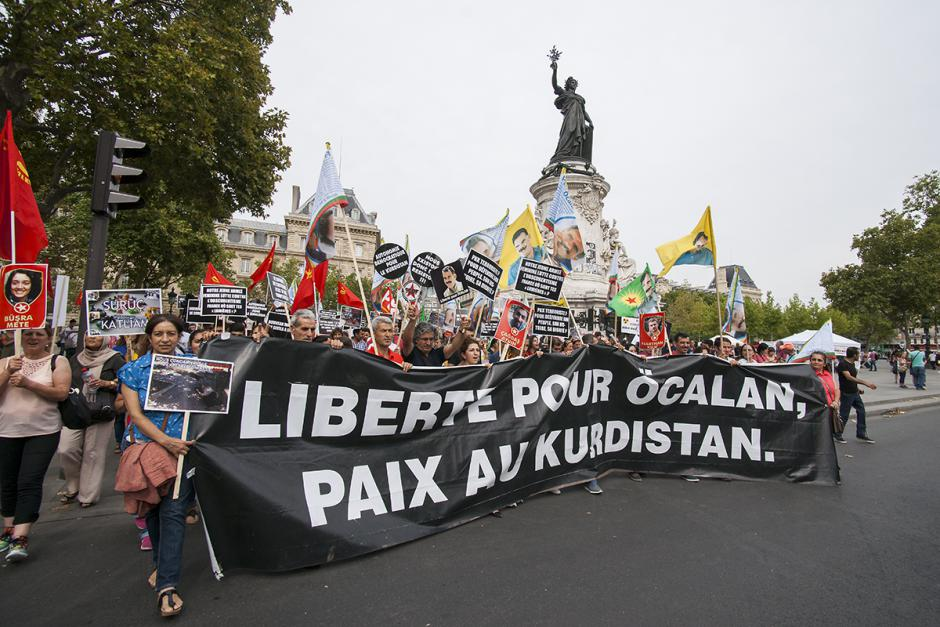 Stop aux massacres contre les Kurdes et les civils opposés à la politique d'Erdoǧan ! C'est à la paix qu'il faut travailler - Paris, 8 août 2015