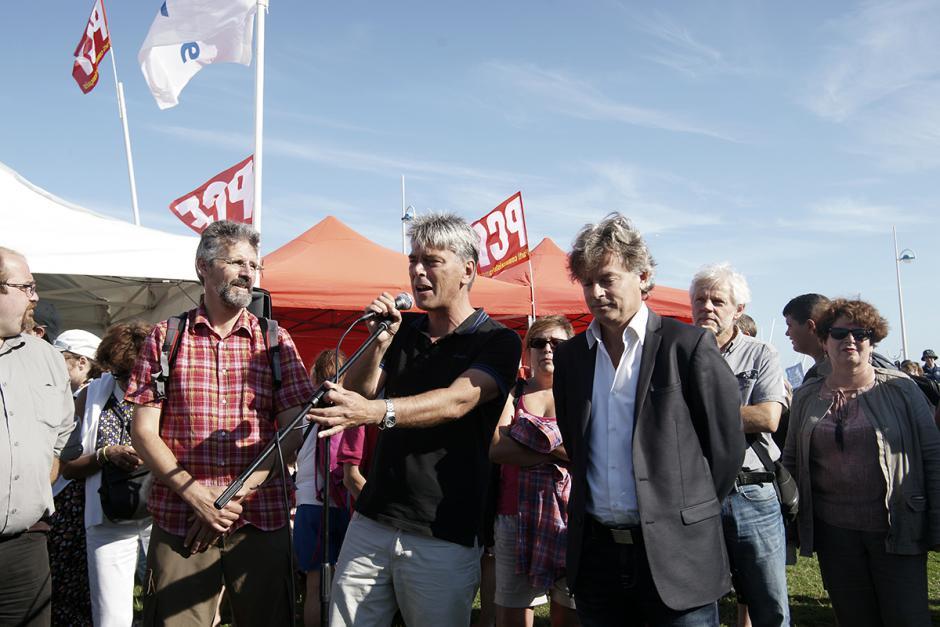Accueil des participants à la 21e Journée à la mer du PCF Oise - Dieppe, 22 août 2015