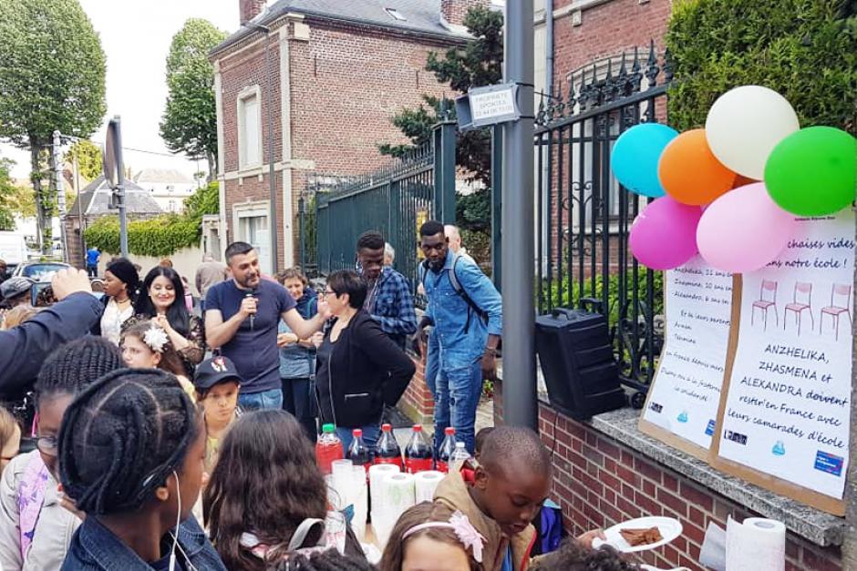 La famille arménienne, avec ses trois filles, a enfin été régularisée ! - Beauvais, 24 mai 2019