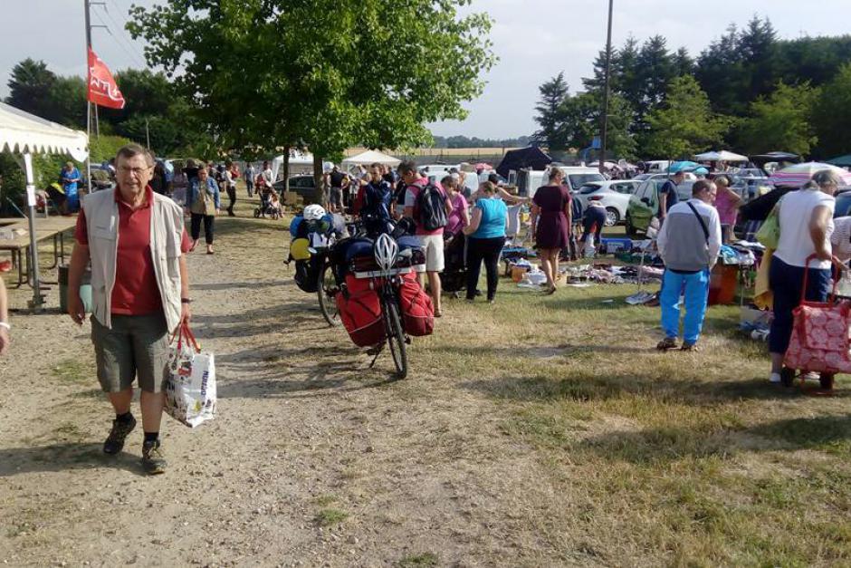 Plus de 4 000 visiteur·euse·s à la Brocante pour le droit aux vacances - La Neuville-en-Hez, 7 juillet 2019